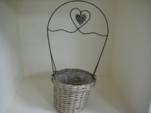 Basket brown round w metal bow w willow heart